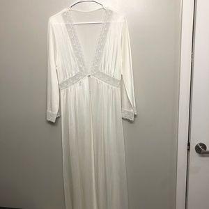 Lorraine night gown white nylon medium